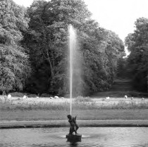 A water jet in the circular pond at Killruddery House
